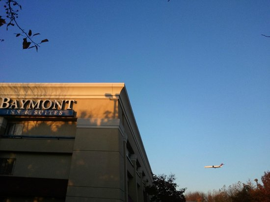 Baymont Inn & Suites Detroit Airport/Romulus: Baymont Inn Near Detriot Metro Airport