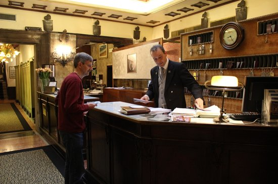Hotel Saturnia & International : Front Desk--This guy was great!