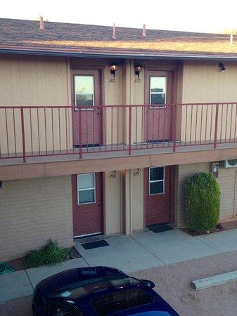 Sky Ranch Lodge: Room Exterior