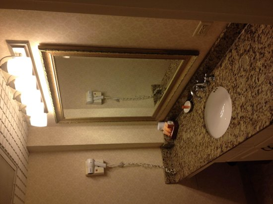 Churchill Hotel Near Embassy Row: ваннная комната