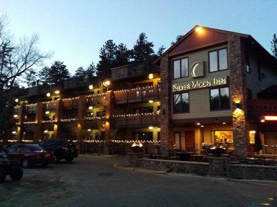 Silver Moon Inn: A chilly fall evening