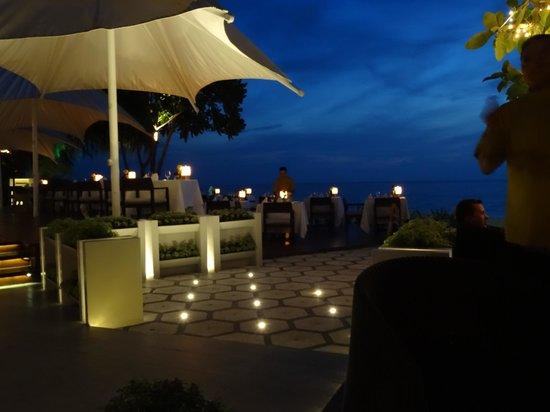 Layana Resort and Spa: Shot of the restuarant (at night)