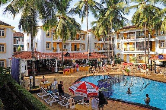 Alor Grande Holiday Resort: Бассейн и зона завтрака