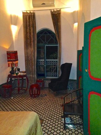Le Jardin des Biehn : Sitting area with coffee machine