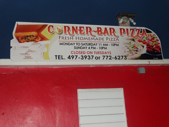 ‪‪Corner Bar and Pizza‬: Nom Nom Nom!‬