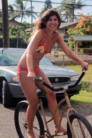 Tica Surf Bikinis : a pedalear se ha dicho !!
