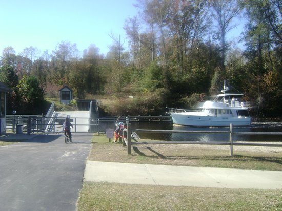 Dismal Swamp State Park : Boat at the Drawbridge