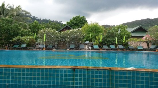 Koh Phangan Dreamland Resort : Swimming pool.
