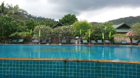 Koh Phangan Dreamland Resort: Swimming pool.
