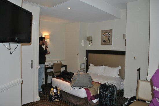 Hotel Elysees Union: vista habitacion cuadruple cama matrimonial