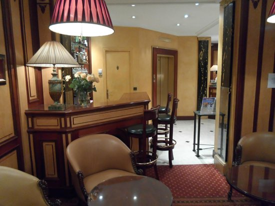 Hotel Elysees Union: Bar, ascensor