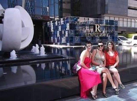 Renaissance Bangkok Ratchaprasong Hotel: Bangkok Birthday Party kickoff at the Renaissance!