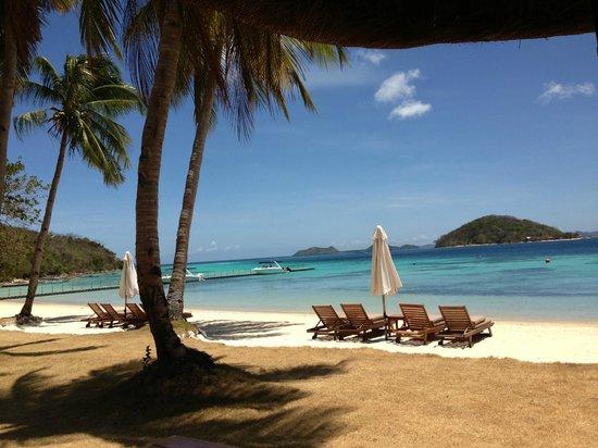 Two Seasons Coron Island Resort & Spa : 色澤有如蛋白石寶石的天藍色海水,百看不厭