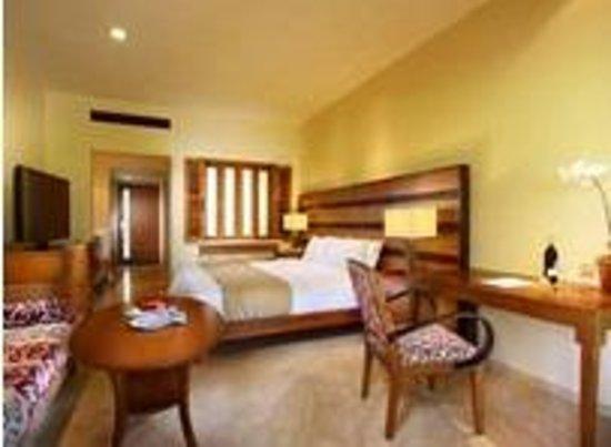 The Santosa Villas & Resort: kamar tidur