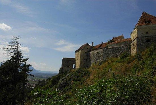 Rasnov Citadel: U podnóża murów