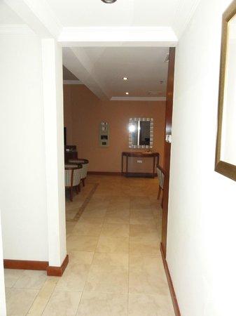 Donatello Hotel: Hall Way Entrance