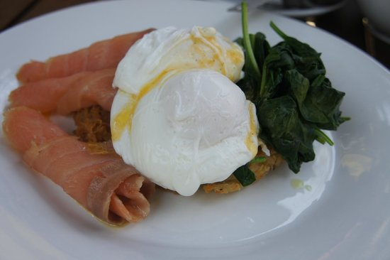 Curtis Falls Cafe: Salmon Poach Egg Hashbrown Breakfast