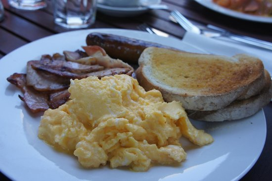 Curtis Falls Cafe: Bacon and Toast with Scramble Egg Breakfast