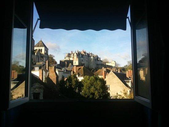 Grand Hotel Saint Aignan: vue du lit des parents