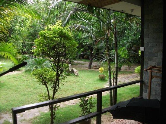 Yar Khinn Thar Hotel : Вид на внутренний сад из нашего номера