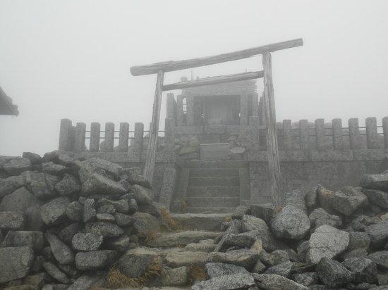 Kiso Komagatake: 山頂に鎮座している神社