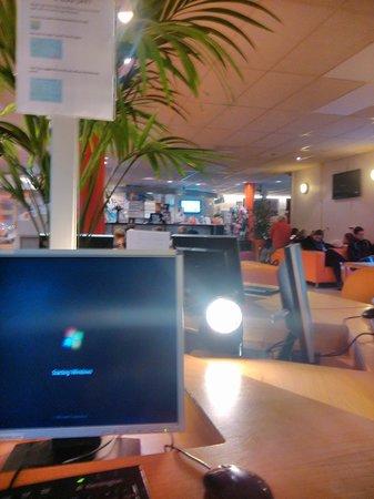 Stayokay Hostel Amsterdam Vondelpark: Lobby y recepción