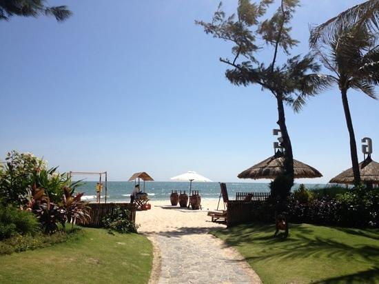 Bamboo Village Beach Resort & Spa: калитка на пляж :)))