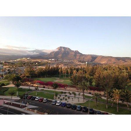 Catalonia Oro Negro: Вид из номера на горы и гольф-клуб