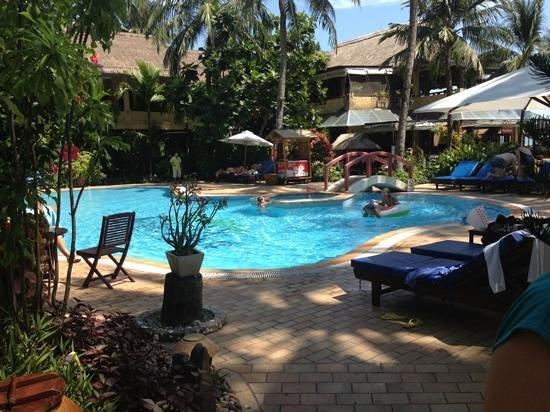 Bamboo Village Beach Resort & Spa : один из двух бассейнов