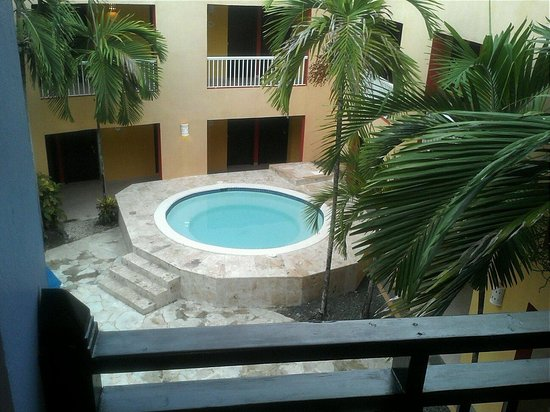 Caribe Club Princess Beach Resort & Spa : Our hot tub in the caribe block