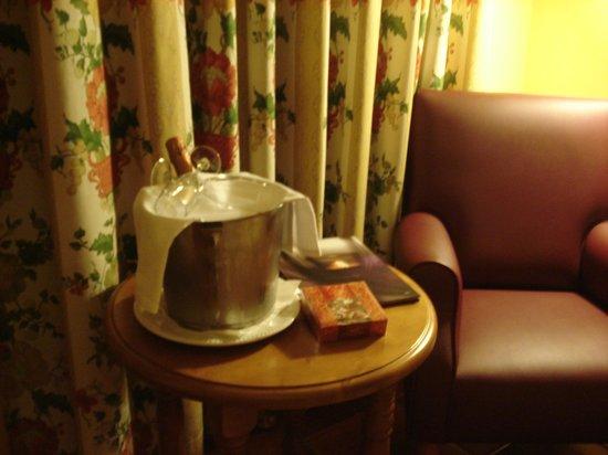 """Hotel Ski Plaza: Bouteille de Cava de bienvenue """"jeunes mariés""""!!"""