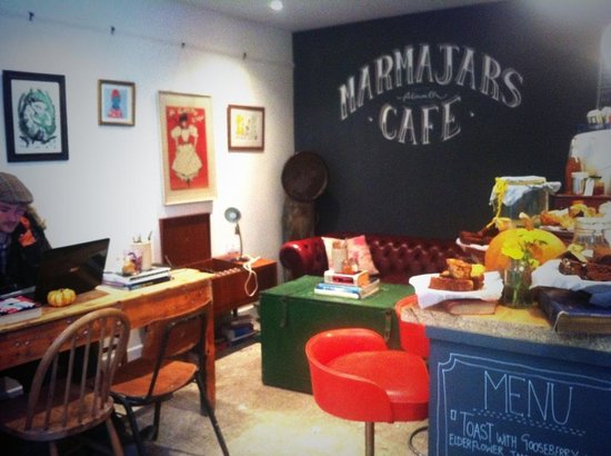 Marmajars cafe: Getting cosy...