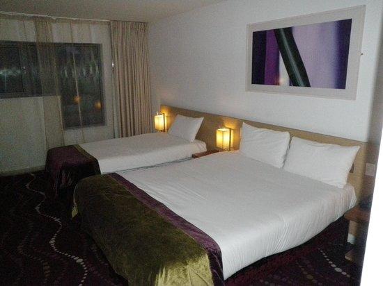 Louis Fitzgerald Hotel : bedding