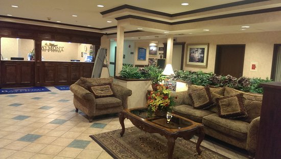 Baymont Inn & Suites Grand Rapids N/Walker: Front Desk