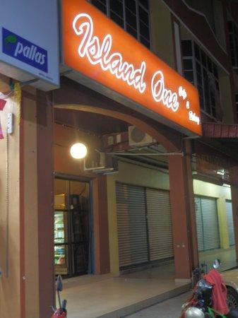 Island One Cafe & Bakery: outside of cafe