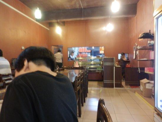 Island One Cafe & Bakery: inside of cafe