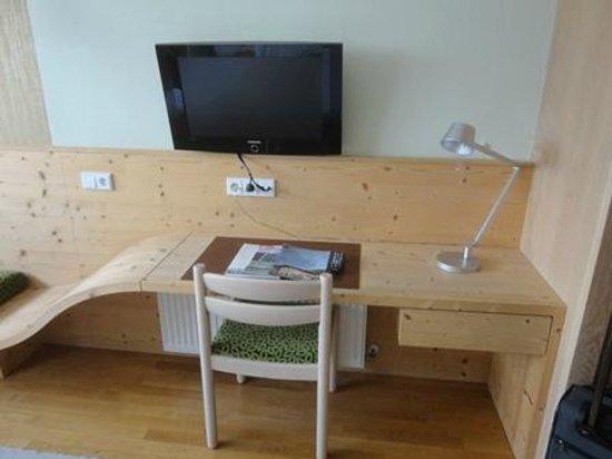 Parkhotel Matrei: 部屋のテーブル