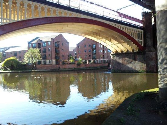 Castlefield Urban Heritage Park: Под одним из мостов