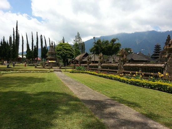 Ulun Danu Bratan Temple: clear climate