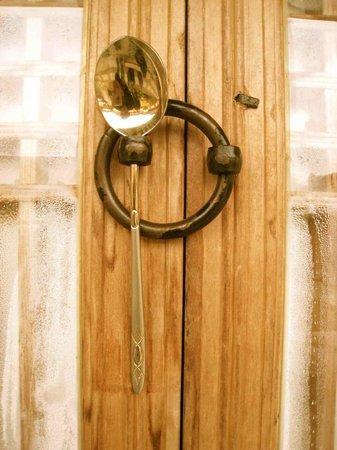 Luckywon: Old-school door lock