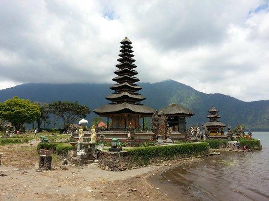 Ulun Danu Bratan Temple: temple on the lake
