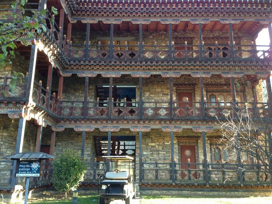 Zhiwa Ling: Our accommodation block - our rooms were on the ground floor - no stairs :)