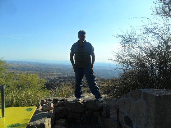 Camino de las Altas Sierras: jose en la parte de atras de la reserva el condorito, como se ve un excelente lugar para fotogra