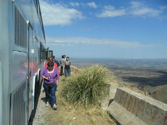 Central Argentina, Argentina: noemi bajando del micro para sacar fotos antes de llegar al cerro champaqui el mas altode cordob