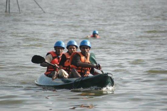 Thotupola Lakeside Resort: Kayaking on Bolgoda Lake