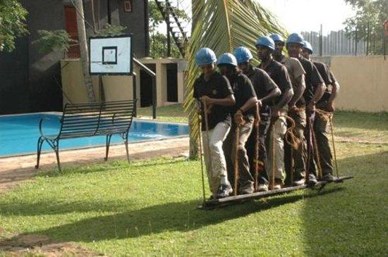 Thotupola Lakeside Resort: Team Dynamics
