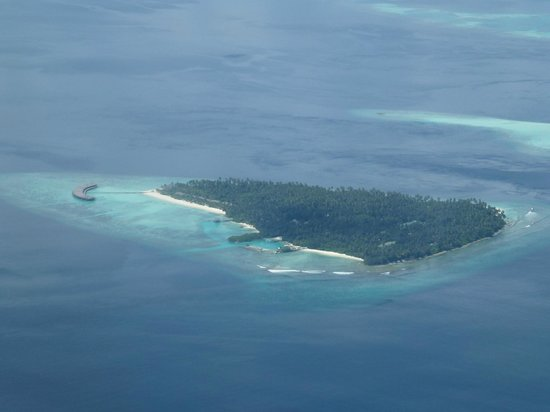 Filitheyo Island Resort : vue aerienne de l'ile depuis l'hydravion