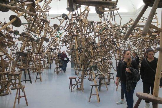 Biennale di Venezia: Ai Weiwei: Stühle-Installation