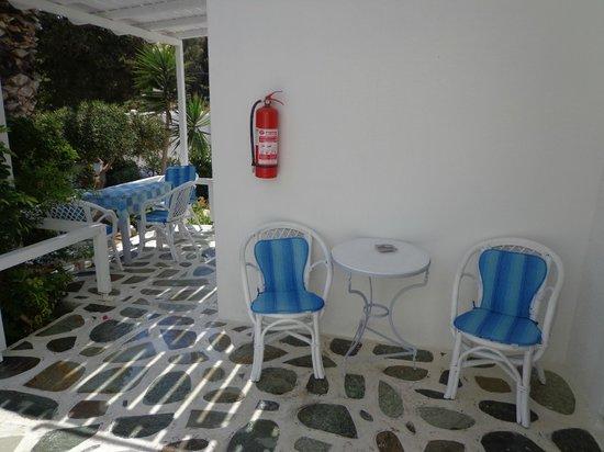 Paros Rita Studios : Terrasse pour prendre le petit déjeuner