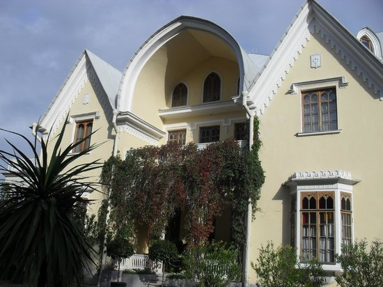 Cottage Palace in Peterhof: торец здания